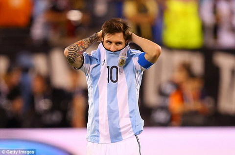 Messi chia tay DT Argentina hinh anh