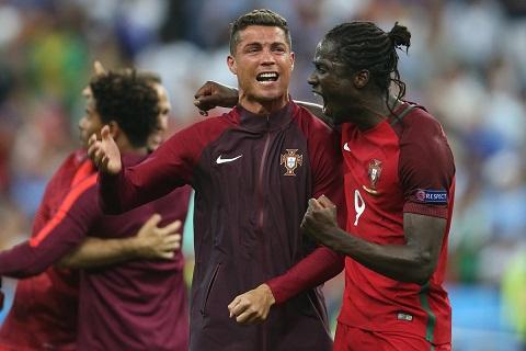 Ronaldo khich le tinh than dong doi ra sao o gio nghi tran CK Euro 2016 hinh anh