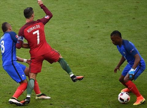 Me ngoi sao Ronaldo cong khai chi trich tham te Dimitri