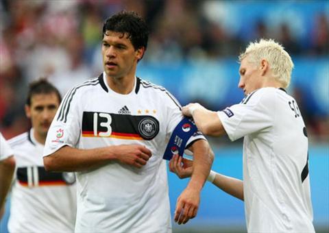 Ballack tung la dan anh cua Schweinsteiger o Bayern Munich va tuyen Duc.