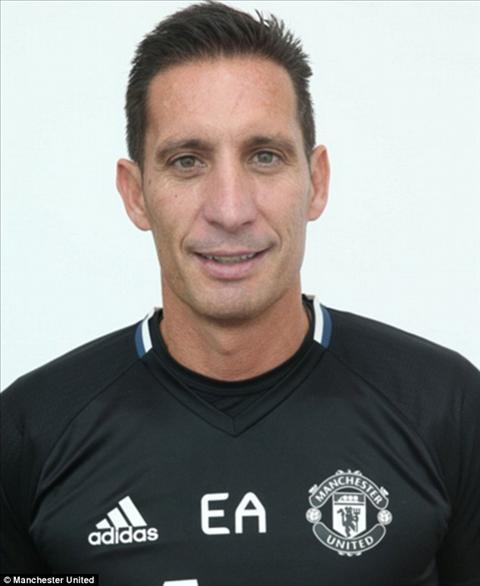 De Gea khoi phai chay di dau voi mon qua tu Mourinho hinh anh 2