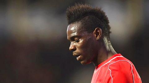 Bi Liverpool quay lung, Super Mario Balotelli van mo  Qua bong vang FIFA hinh anh