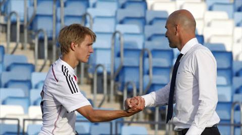 Noi bo Real Madrid luc duc vi tan binh Chelsea hinh anh 2
