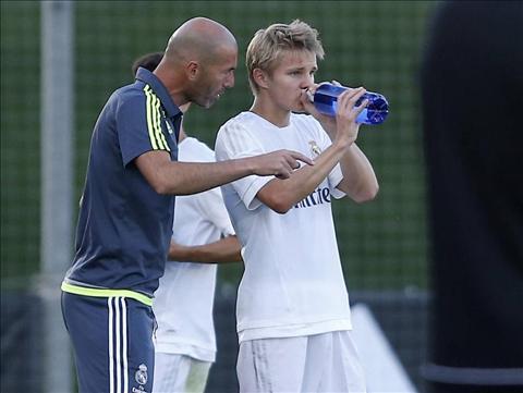 Zidane rat uc che vi truong hop cua Odegaard