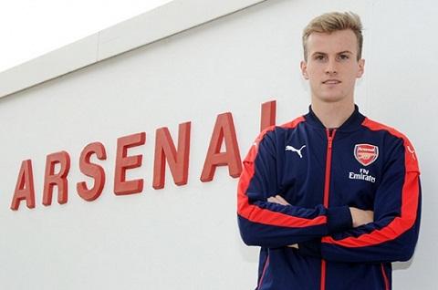CHINH THUC Arsenal co tan binh thu ba trong mua he hinh anh