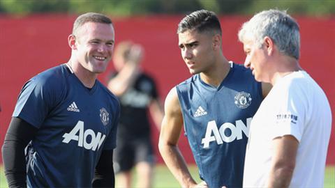 Rooney het loi ca ngoi Mourinho
