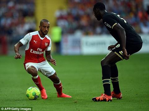 Tong hop Lens 1-1 Arsenal (Giao huu he 2016) hinh anh