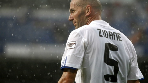 Tien ve trung tam - Zinedine Zidane tu Juventus den Real Madrid voi gia 47,2 trieu bang vao nam 2001.