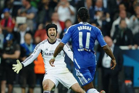 Didier Drogba va Petr Cech la nhung nguoi ban than