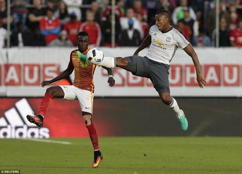 MU 5-2 Galatasaray Sieu Ibra ra mat bang mot sieu pham hinh anh 2