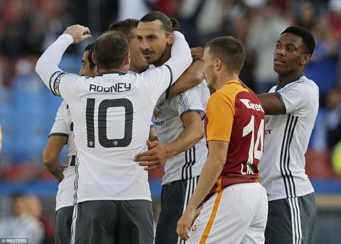 MU 5-2 Galatasaray Sieu Ibra ra mat bang mot sieu pham hinh anh