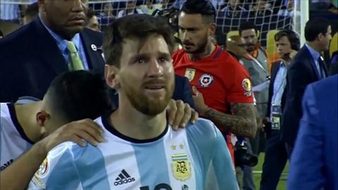 Ronaldo to tinh voi Messi Toi dau long khi thay anh ay khoc hinh anh
