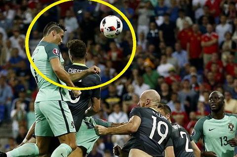 Tuyet chieu nao cua Ronaldo khien nguoi Phap run so hinh anh