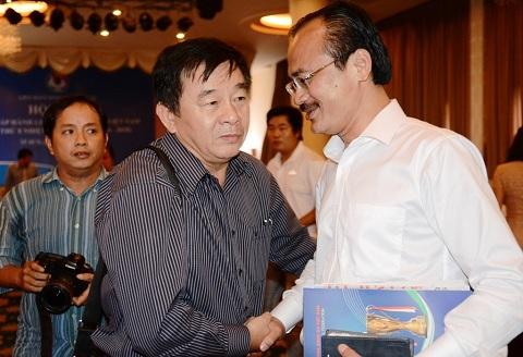 VFF khong dinh chi chuc Truong ban trong tai cua ong Nguyen Van Mui hinh anh