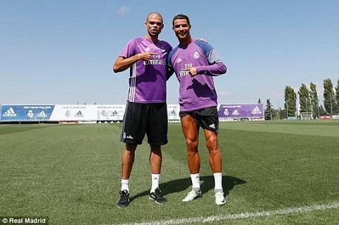 Tien dao Ronaldo va trung ve Pepe chinh thuc hoi quan cung Real Madrid hinh anh
