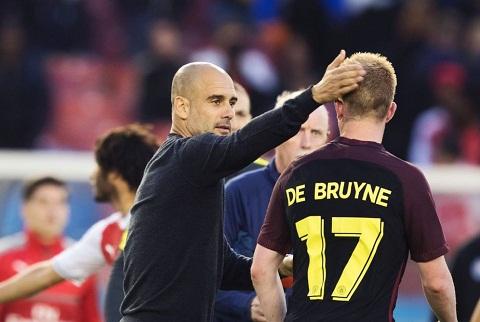 Pep Guardiola se xay dung loi choi quay De Bruyne chu khong phai David Silva?