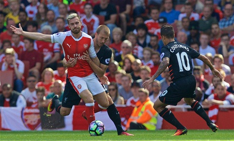 Arsenal 3-4 Liverpool vong 1 Premier League 201516 hinh anh