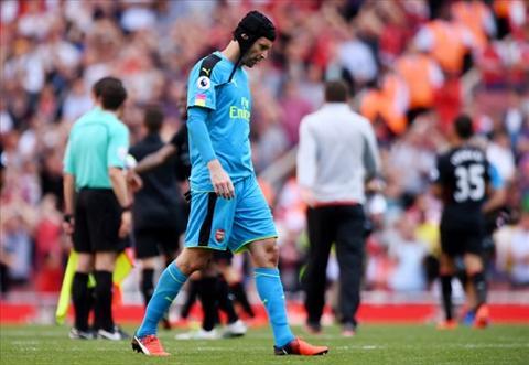 That tran truoc Liverpool, thu thanh Arsenal tong xe vao cot hinh anh 2