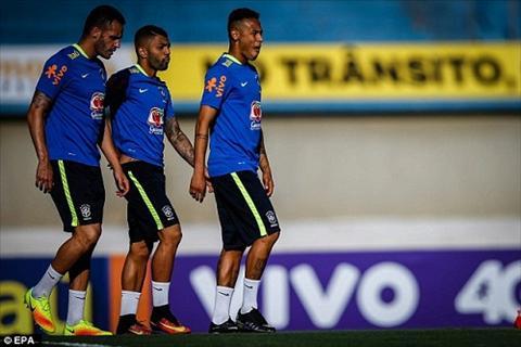 Neymar va truyen nhan khoe hinh xam doi truoc them Olympic Rio 2016 hinh anh 2