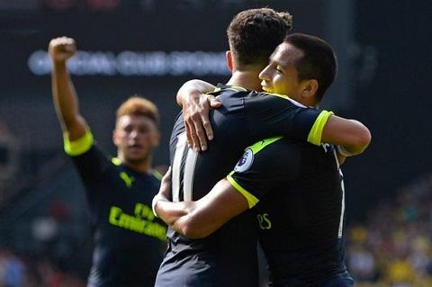 Watford 1-3 Arsenal Su tro lai cua Alexis Sanchez hinh anh
