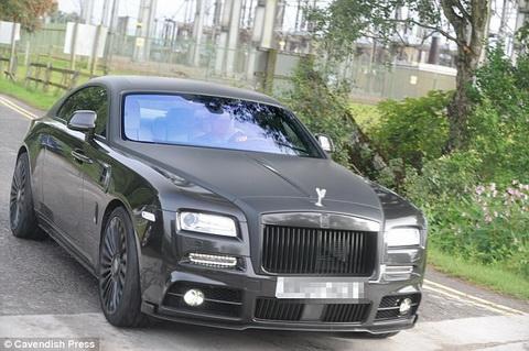 Sieu xe Rolls Royce cua Memphis Depay da duoc chuyen tu Ha Lan ve Anh de thuan tien cho viec di lai. Tuong lai cua cuu cau thu PSV van dang bi dat dau hoi sau man trinh dien that vong trong ba tran giao huu he vua qua.