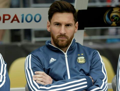 Bauza cho rang nguoi Argentina dung ky vong qua nhieu o Messi.