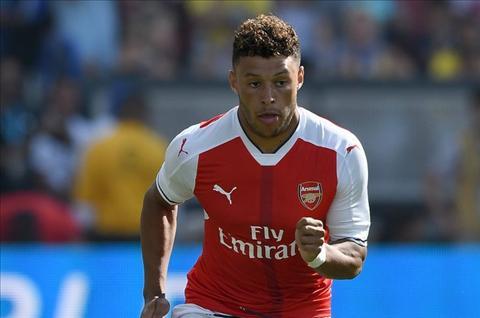 Chamberlain xuat sac nhat tu khi toi Arsenal hinh anh 2