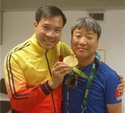 Bi mat dang sau tam HCV lich su cua Hoang Xuan Vinh hinh anh