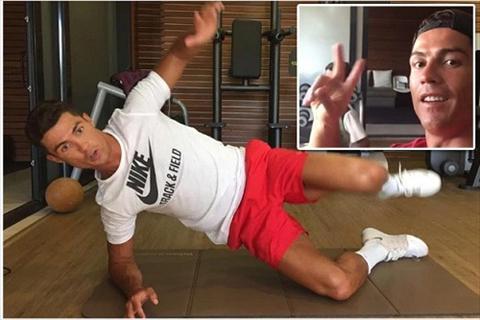 Ronaldo luyen tap cham chi de som tro lai thi dau hinh anh 2