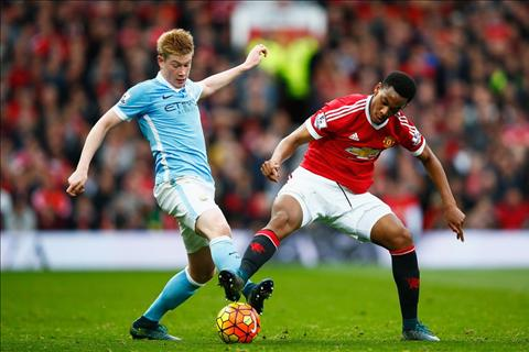 Thang derby Manchester se vo dich Premier League hinh anh