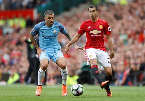 Tien ve Mkhitaryan dung Rooney de dap tra Mourinho hinh anh