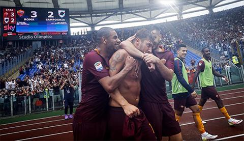 Roma 3-2 Sampdoria Ban thang muon cua Hoang tu Totti hinh anh