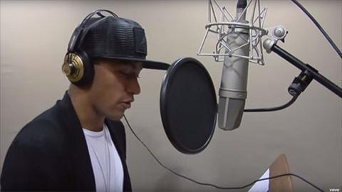 Neymar tung bai hat dau tay Neymusico hinh anh