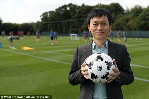 Dai gia Trung Quoc thau tom them hai CLB Premier League hinh anh