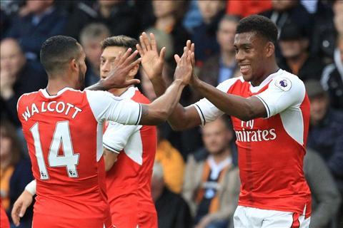 Tien dao Theo Walcott can moc 100 ban cho Arsenal hinh anh 2
