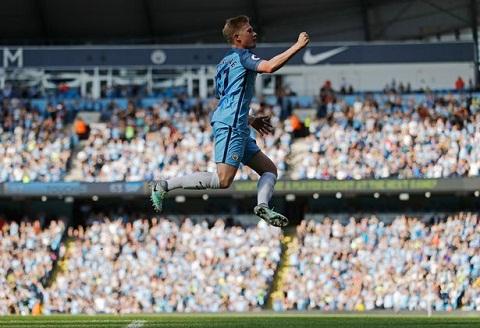 Man City dai thang, Pep Guardiola vi hoc tro gioi gan nhu Messi hinh anh