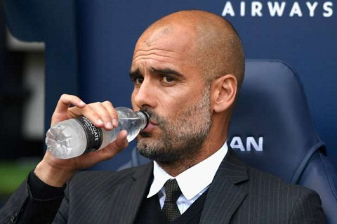 Pep Guardiola mot lan nua coi thuong MU hinh anh