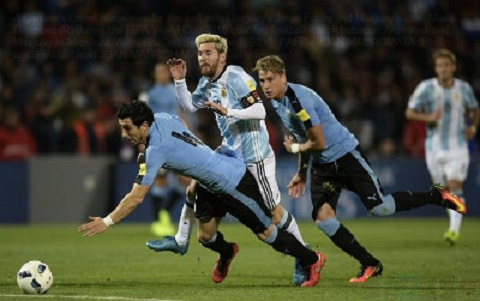 Argentina 1-0 Uruguay Messi ruc sang ngay tro lai hinh anh