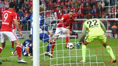 Franck Ribery vuot qua mot loat cau thu Hertha de mo ty so cho Bayern