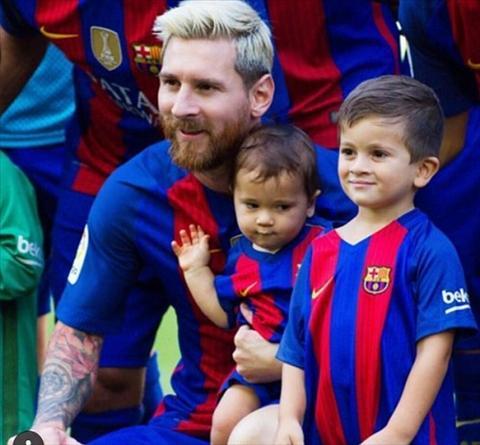 Messi, Suarez va Pique bat dau cho con di hoc bong da hinh anh 2
