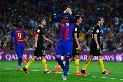 Messi dinh chan thuong trong dai chien voi Atletico hinh anh 2
