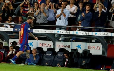 Barcelona mat Messi trong ba tuan do chan thuong.