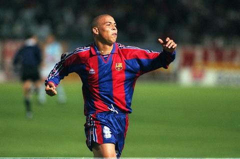 Barca tung phai dung chieu de mua Nguoi ngoai hanh tinh Ronaldo hinh anh