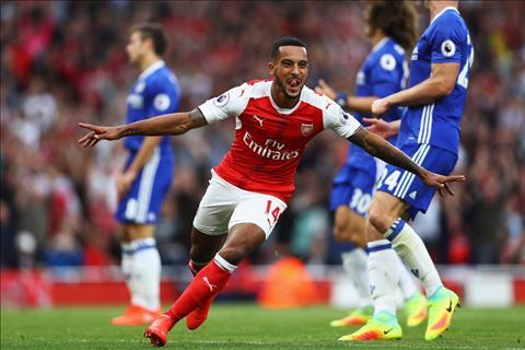 Arsenal vs Chelsea Walcott ghi ban