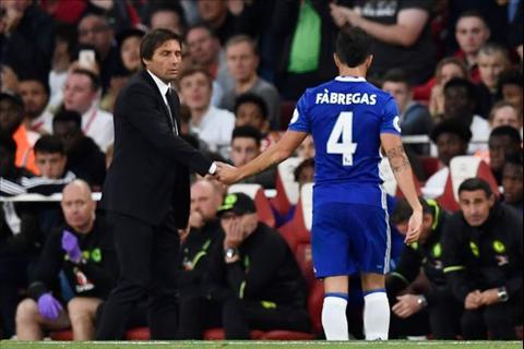Soc Man City muon co tien ve Cesc Fabregas hinh anh