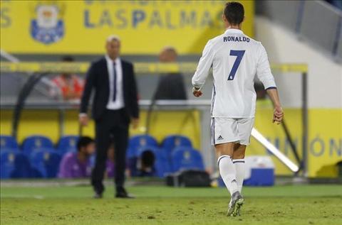 Zidane phu nhan chuyen Ronaldo boc hoa sau khi bi thay ra hinh anh