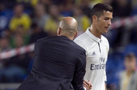 CDV Real ung ho Zidane trong quyet dinh thay Ronaldo hinh anh