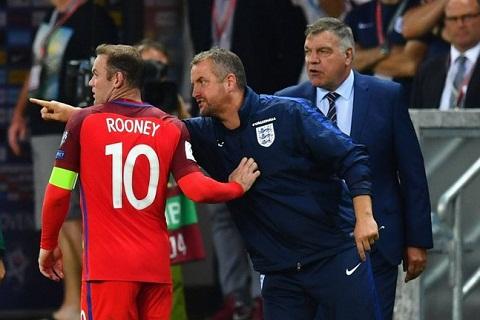 HLV Sam Allardyce thua nhan Rooney muon lam gi thi lam hinh anh