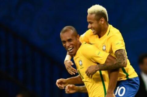 Thang nhoc Colombia, HLV Brazil van no tung troi hinh anh