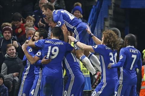 Nhung diem nhan sau tran cau hap dan Chelsea 4-2 Stoke hinh anh